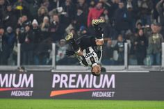 Anderson Hernanes of Juventus FC celebrates a goal during the Serie A match between Juventus FC and Pescara Calcio at Juventus Stadium on November 19, 2016 in Turin, Italy.