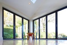 Ideas for house glass extension folding doors Corner Bifold Doors, Bifold Doors Onto Patio, Patio Doors, Patio Windows, Corner Windows, Kitchen Extension Glass Doors, Glass Extension, Open Plan Kitchen Living Room, Open Plan Living