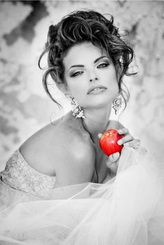 Red apple. Look out snow white !!!