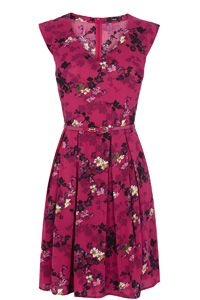 Oasis Shadow Floral Viscose Dress Look what I found at House of Fraser Oasis Dress, Viscose Dress, Romantic Outfit, Mom Dress, Pink Floral Dress, Winter Outfits Women, Flare Skirt, Flare Dress, Latest Dress