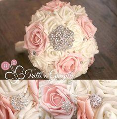 Bouquet gioiello con rose avorio e rosa quarzo. Jewelery bouquet with pink and white roses. #bouquet #wedding