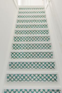Trap metamorfose met trap stickers mozaiek mint Behangfabriek ©BintiHome stairs mosaic
