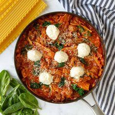 Skillet Spinach Lasagna No Boil Lasagna, Spinach Lasagna, No Noodle Lasagna, Sausage Spaghetti, Spaghetti Sauce, One Pan Pasta, Cheese Sauce For Pasta, Sweet Italian Sausage, Cheese Sausage