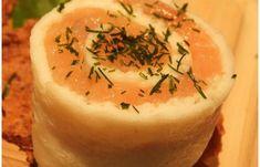 Régime Dukan (recette minceur) : Blanc d'oeuf roulé au saumon #dukan http://www.proteinaute.com/recette-blanc-d-oeuf-roule-au-saumon-4748.html