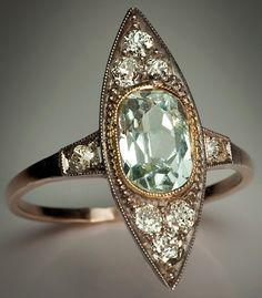 Vintage Art Jewelry | Vintage aquamarine jewelry - aquamarine and diamond ring
