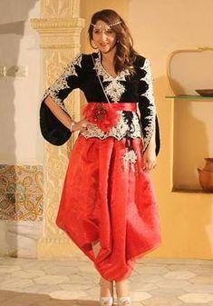 La mode algérienne se caractérise par le karakou, le caftan (de Tlemcen) mais aussi la robe fergani. A partir de ces tenues, de nombreuses déclinaisons existent. La richesse de la mode algérienne vient des broderies fines et caractéristiques (la fetla et le mejboud) mais aussi de la grande variété du vêtement algérien traditionnel. Découvrez cet album ouvert par notre membre nidalia.