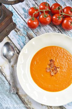 Calling all soup maker owners. This is very simple soup yet so full of flavours - bowl of happiness on a cold and gloomy day in Autumn! Casserole Recipes, Soup Recipes, Vegetarian Recipes, Healthy Recipes, Savoury Recipes, Onion Soup, Tomato Soup, Homemade Soup, Roasted Tomatoes