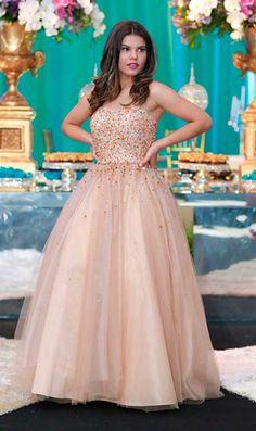 Vestido de debutante valsa, Laura Bareto atriz, festa 15 anos