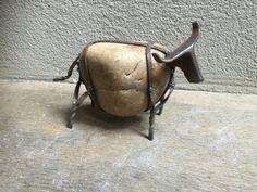 Steen kei kiezel stone met metalen Stier bull buffel koe schaap ram dier decoratie landelijk stoer industrieel beeld beeldje