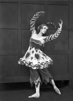 Tamara Karsavina, 1920, Astuzie femminili. Composed by Domenico Cimarosa. Choreography by Leonide Massine. © Corbis