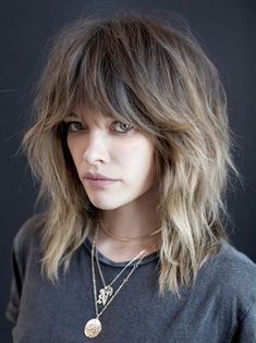 51 Sexy Shoulder Length Haircuts For Trendy Look Shaggy Layers With Feather Bang ★ Medium Hair Cuts, Short Hair Cuts, Medium Hair Styles, Curly Hair Styles, Medium Long Hair, 70s Haircuts, Medium Shag Haircuts, Curly Haircuts, Grunge Haircut