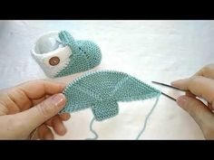 Knitted baby booties with seamless knitting needles, simple to use – Shoes World Baby Booties Knitting Pattern, Knitting Machine Patterns, Booties Crochet, Crochet Baby Shoes, Easy Knitting Patterns, Crochet Baby Booties, Crochet Blanket Patterns, Knitting Designs, Baby Knitting