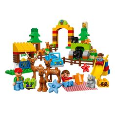 Enjoy a day of fun at a wildlife park in the LEGO DUPLO Forest—there are so many animals to see!