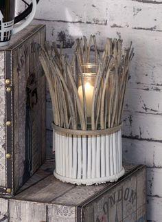 Der Leuchter Bamboo erzeugt mit seinen natürlichen Materialien ein natürliches Flair. http://www.dekoria.de/offer/product/11984/0/12964