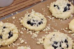 Moravské vdolky - Meg v kuchyni Cookies, Desserts, Crack Crackers, Tailgate Desserts, Deserts, Biscuits, Postres, Cookie Recipes, Dessert