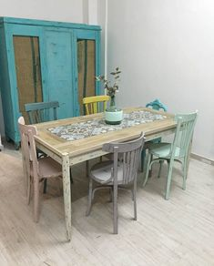 New chalk painted furniture colors chair makeover Ideas Retro Furniture Makeover, Chair Makeover, Chalk Paint Colors Furniture, Painted Furniture, Colorful Chairs, Colorful Furniture, Retro Kitchen Decor, Kitchen Design, Painted Chairs