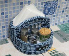 Newspaper Basket, Newspaper Crafts, Willow Weaving, Basket Weaving, Paper Weaving, Sewing Baskets, Basket Decoration, Arte Floral, Weaving Patterns