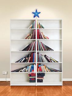 Bookcase Christmas tree | Interiorish