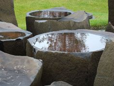 15 Beautiful Bird Bath Design Ideas on Your Home Yard 7 Ceramic Bird Bath, Bird Bath Bowl, Concrete Bird Bath, Bird Bath Fountain, Bird Bath Garden, Garden Water, Rock Fountain, Herb Garden, Garden Art