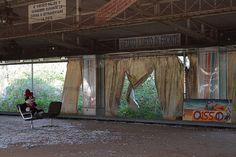 Parco giochi abbandonato