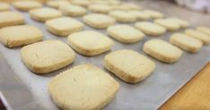 These brilliant cookies are taking the internet by storm: 3 ingredients and ready in no time - Skinny Points Recipes Easy Cookie Recipes, Easy Desserts, Sweet Recipes, Baking Recipes, Dessert Recipes, Yummy Cookies, Cake Cookies, Three Ingredient Cookies, Weight Watcher Cookies