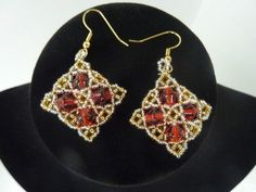 FREE beading pattern for beautiful Celtic inspired medallion earrings made from 15/0 and 11/0 seed beads, and 6mm bicone crystals or pearls.