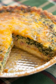Mushroom, Spinach and Ham Quiche by Plating Pixels. A mixture of mushroom, spinach, ham and cheese create a creamy, rich and moist breakfast #quiche in this easy to make #recipe. www.platingpixels.com