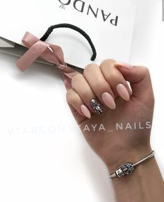 Love the soft pink and the bling on the statement nail. Gelish Nails, Nude Nails, Stiletto Nails, Pink Nails, Almond Acrylic Nails, Nails 2018, Manicure Y Pedicure, Nagel Gel, Simple Nails