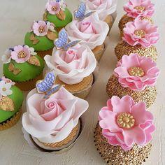 Perfeição define!By @sweetvelvetcake #cupcakes #doces #docesdefesta #aniversarioinfantil #maedemenina #maedemenino #festadecrianca #kidsparty #blogdefesta #festa #festadeaniversario #cupcake #cupcakesentrenafesta #entrenafesta Cupcake Soap, Cupcake Picks, Cupcake Cookies, Cupcakes Flores, Fun Cupcakes, Gateau Baby Shower, Icing Techniques, Dessert Decoration, Small Cake