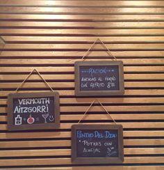 Pizarras donde se muestra la oferta de pintxos, comida... #bar  #restaurante  #donostia  #sansebastian