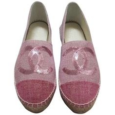 Pre-owned Chanel Pink Nib Size 37 Canvas Linen Cap Toe Cc Espadrilles... (13.665 ARS) ❤ liked on Polyvore featuring shoes, sandals, pink, pink canvas shoes, toe cap shoes, canvas sandals, pre owned shoes and espadrille shoes