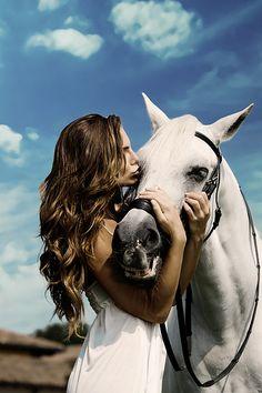 Senior pictures with horses Horse Senior Pictures, Pictures With Horses, Horse Photos, Senior Photos, Friend Senior Pictures, Cowgirl Pictures, Horse Girl Photography, Equine Photography, Animal Photography