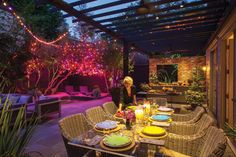 Holiday Entertaining in the Subtropics | Home & Real Estate | Houstonia Holiday Entertaining in the Subtropics Houston's yuletide doesn't resemble a Thomas Kinkade painting—and that's okay.