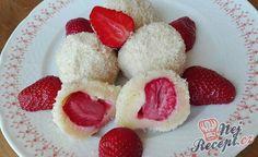 Jahodové knedlíčky z tvarohového těsta | NejRecept.cz Jamie Oliver, Raspberry, Fruit, Sweet, Recipes, Drinks, Beef With Mushroom, Popular Recipes, Strawberries
