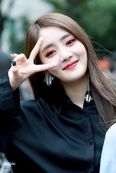 Kpop Girl Groups, Korean Girl Groups, Kpop Girls, My Girl, Cool Girl, Fandoms, Cube Entertainment, Soyeon, Minnie