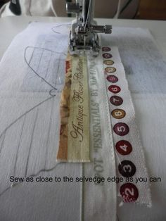 Sewing Techniques Couture Sewing Selveges (They are very narrow strips, but one end is finished. Why not use an edge-stitching foot? Patchwork Quilting, Quilting Tips, Quilting Tutorials, Quilting Projects, Sewing Tutorials, Quilting Board, Techniques Couture, Sewing Techniques, Sewing Hacks