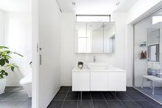 独立型の浴室・洗面所・トイレでありながら、広々と一体感をもたせたオシャレな水回り