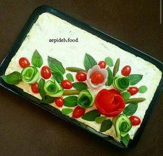 Sweet home : Ilusad võileivatordid Veggie Cakes, Veggie Tray, Sandwich Torte, Chicken Cake, Creative Snacks, Desi Food, Iranian Food, Food Decoration, Savoury Cake