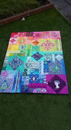 Hidden Agenda quilt by design by Angela Pingel x made up in Tula fabric Bright Quilts, Colorful Quilts, Quilting Projects, Quilting Designs, Quilt Inspiration, Quilt Corners, Rainbow Quilt, Quilt Modernen, Easy Quilt Patterns