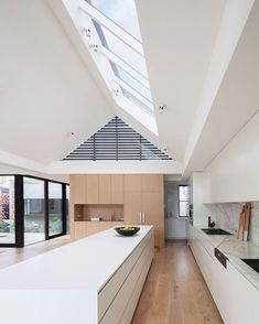 40 Modern Minimalist Kitchen Interior Design And Ideas White Kitchen Island, White Kitchen Decor, Home Decor Kitchen, Kitchen Interior, Kitchen Ideas, Kitchen Islands, Rustic Kitchen, White Kitchens, Kitchen Trends