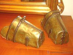 PRECIOSOS ESTRIBOS SIGLO XVIII . HIERRO FORJA, LATÓN ESTRIBO (Antigüedades - Técnicas - Rústicas - Caballería Antigua)