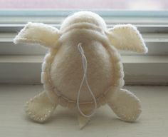felt turtle, my son loooovvveesss turtles and of course that means i do too :)