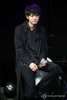 Jung Joon Young, TV celebrity and vocalist of rock band Drug Restaurant, submitted his smartphone to prosecutors as evidence to defend himself from an claims he recorded video of himself having sex with a woman without her consent. Love Forecast, Jung Joon Young, Fated To Love You, Pop Rock, Jung Yoon, Happy Pills, Ulzzang Boy, Asian Boys, Debut Album