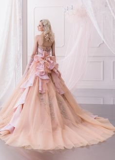 Quinceanera dress - The greatest element of the quinceanera for a girl turning fifteen will be the dress! The best quinceanera dress makes the birthday girl feel like royalty. Ball Dresses, Ball Gowns, Prom Dresses, Wedding Dresses, Gown Wedding, Fabulous Dresses, Elegant Dresses, Pretty Dresses, Beautiful Costumes