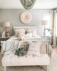 airy cozy bedroom decor ideas for small rooms cozy brown Master Bedroom Bedroom Decor Dark, Traditional Bedroom Decor, Cozy Bedroom, Bedroom Furniture, Dark Furniture, Chic Bedroom Ideas, Cozy Master Bedroom Ideas, Romantic Bedroom Decor, Bedroom Ideas For Small Rooms Women