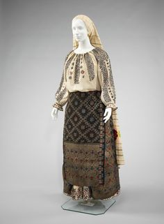 Romanian ensemble via The Costume Institute of the Metropolitan Museum of Art 1800s Fashion, Folk Fashion, Vintage Fashion, Historical Costume, Historical Clothing, Historical Women, Traditional Fashion, Traditional Dresses, Peasant Clothing