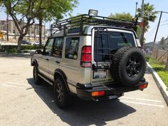 2001 Land Rover SE7 Discovery II. Car for the pups.