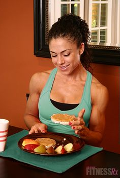 The Best Foods to Get the Most Out of Your Workouts: pre-and post-workout snack examples depending on your fitness goals.holy crap I want those arms! Post Workout Nutrition, Workout Meal Plan, Post Workout Snacks, Fitness Nutrition, Workout Meals, Workouts, Fitness Goals, Fitness Motivation, Fitness Fun