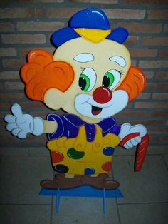 POde ser feito em outros tamanhos. Clown Party, School Painting, Circus Clown, Easter Crafts, Paper Flowers, Smurfs, Chibi, Creations, Birthday Parties
