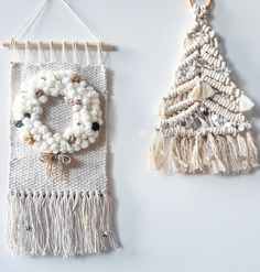 christmas wreath only** woven xmas wallhanging xmas decorations Weaving Projects, Weaving Art, Tapestry Weaving, Hand Weaving, Handmade Decorations, Xmas Decorations, Christmas Crafts For Kids To Make, Crochet Decoration, Tree Tapestry
